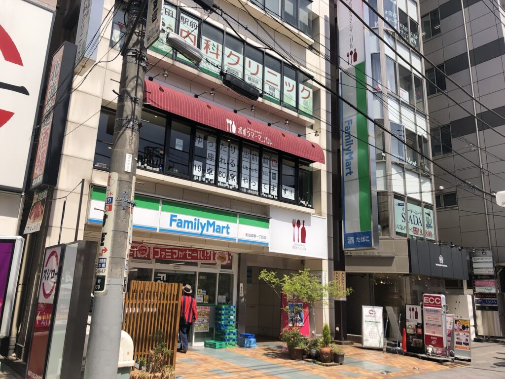 リタスタイル町田店の隣のコンビニ