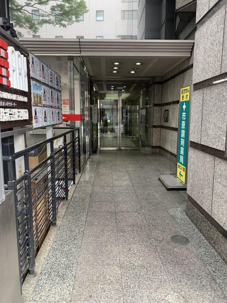 リタスタイル博多筑紫口店が入っているビルの入り口