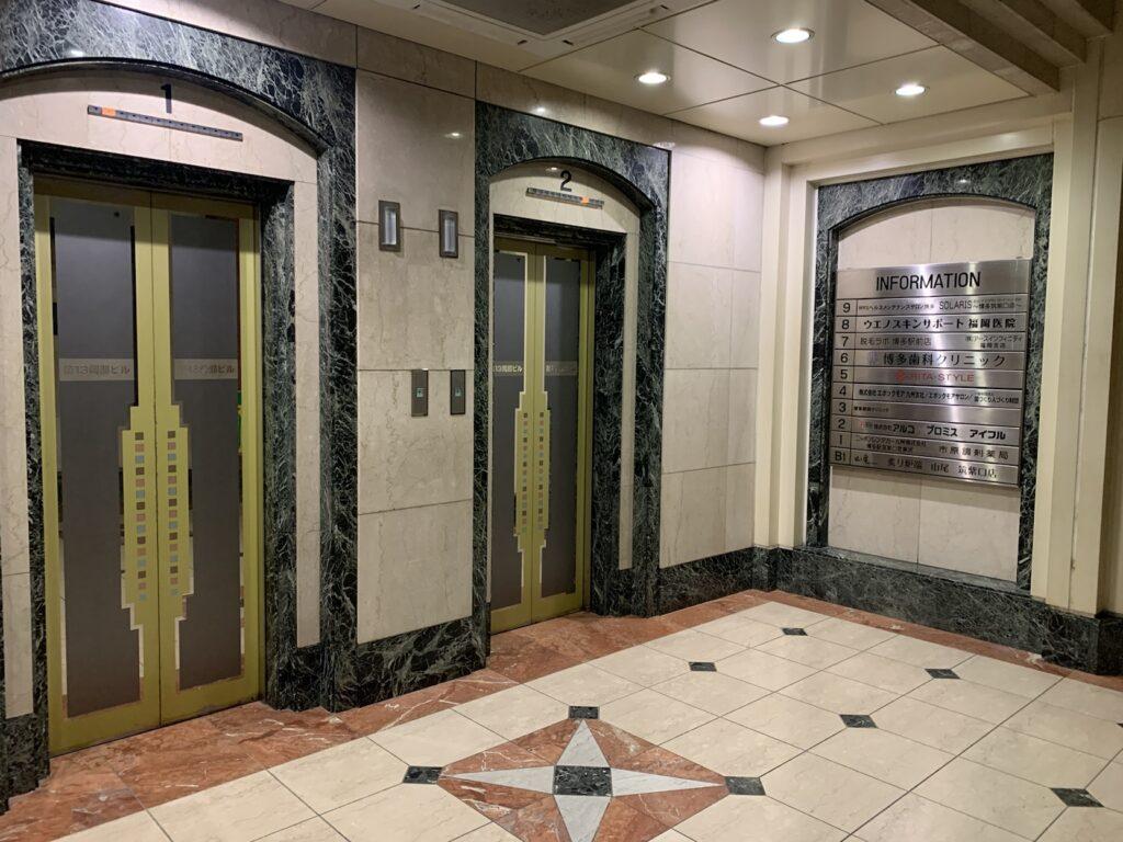 リタスタイル博多筑紫口店に向かうエレベーター