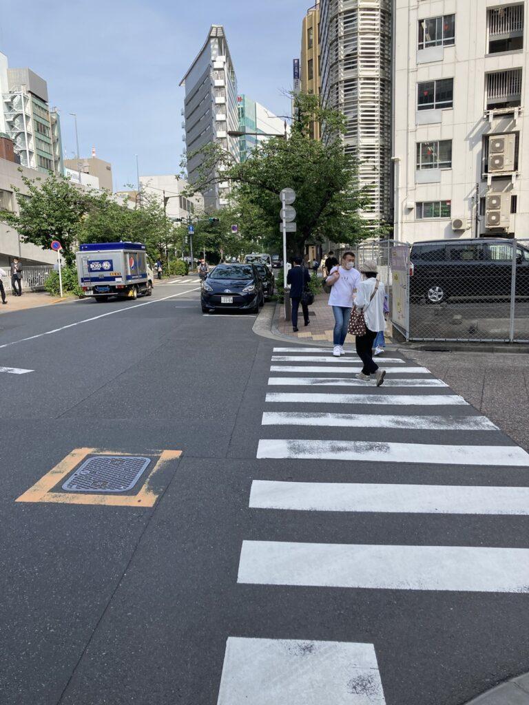 リタスタイル銀座本店に向かう一つ目の横断歩道
